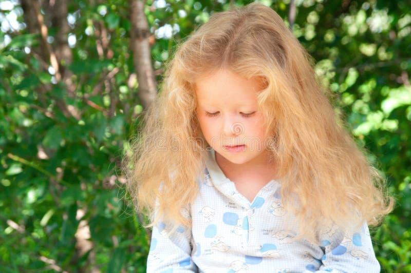 Kleines Mädchen mit dem schönen langen Haar stockbilder