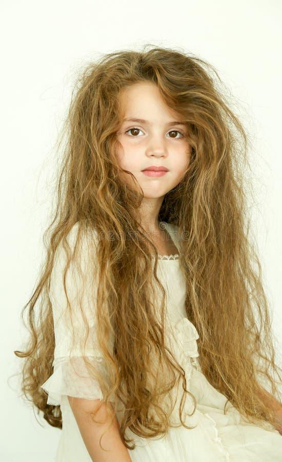 Kleines Mädchen mit dem schlechten Haar stockbilder