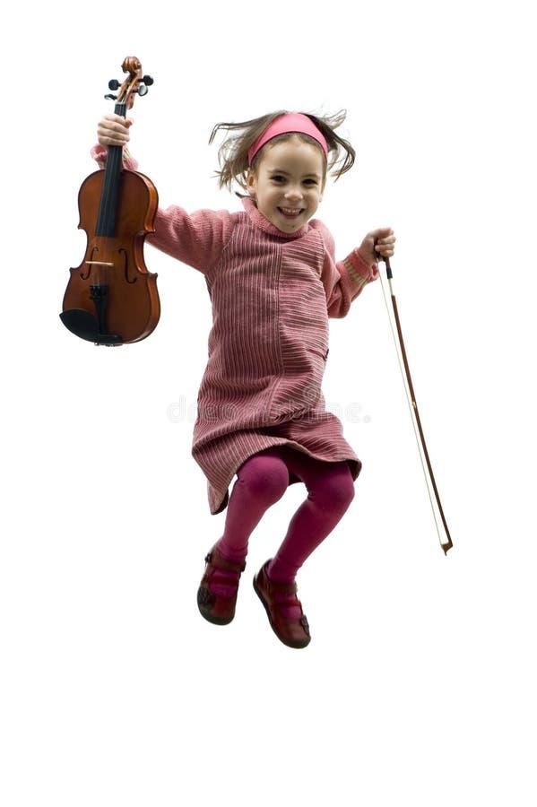 Kleines Mädchen mit dem Violinenspringen lizenzfreie stockfotografie
