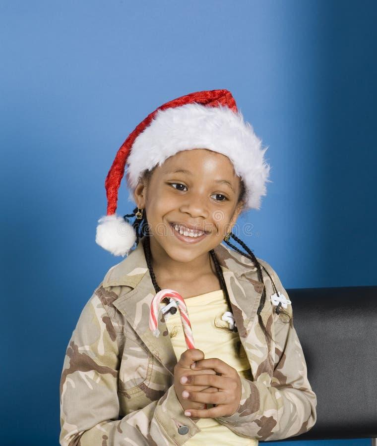 Kleines Mädchen mit einer Zuckerstange lizenzfreies stockbild