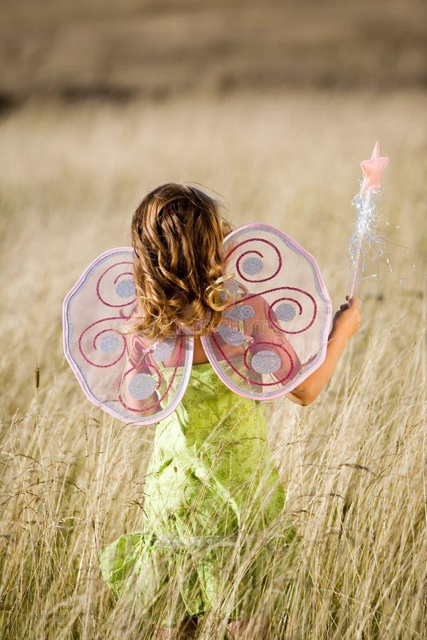 Kleines Mädchen mit Flügeln lizenzfreie stockfotos