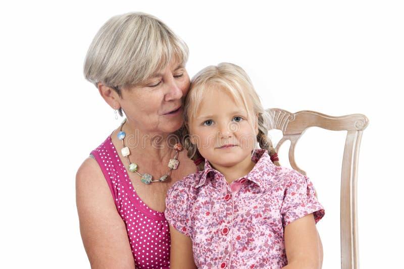 Download Kleines Mädchen Mit Großmutter Auf Weiß Stockbild - Bild von familie, älter: 26372439