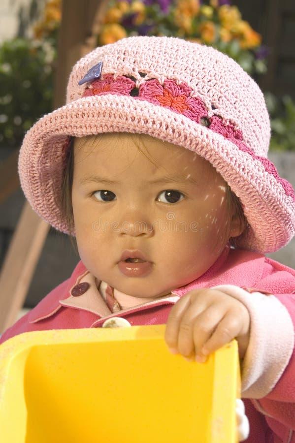 Kleines Mädchen mit Hut stockfotos