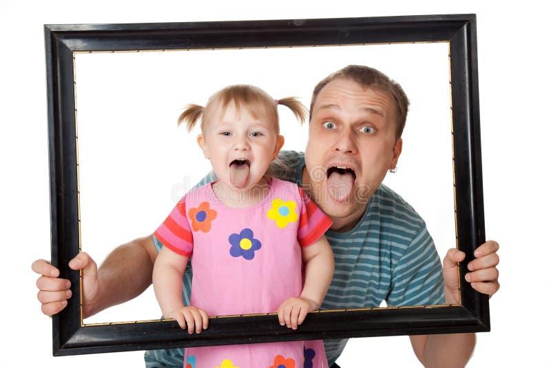 Kleines Mädchen mit ihrem Vati stockfoto
