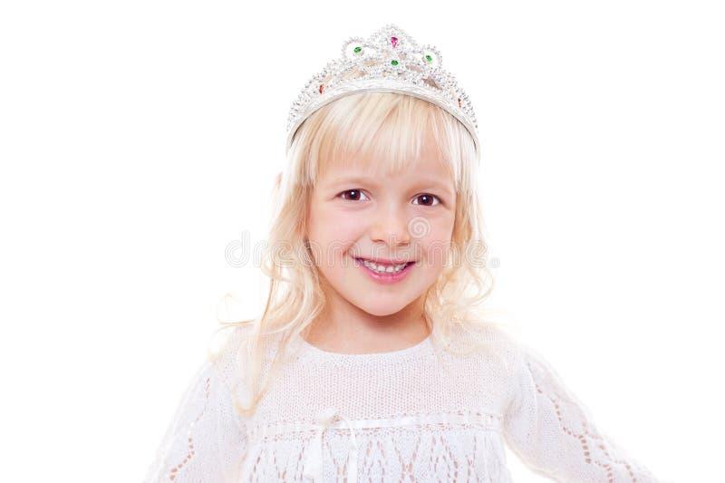 Kleines Mädchen mit Krone auf ihrem Kopf stockbilder