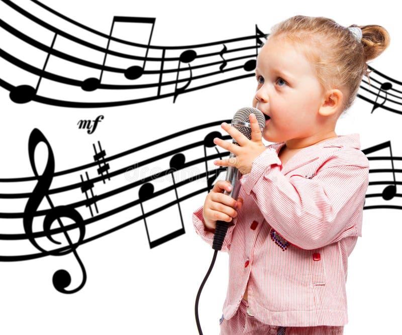 Kleines Mädchen mit Mikrofon stockbilder