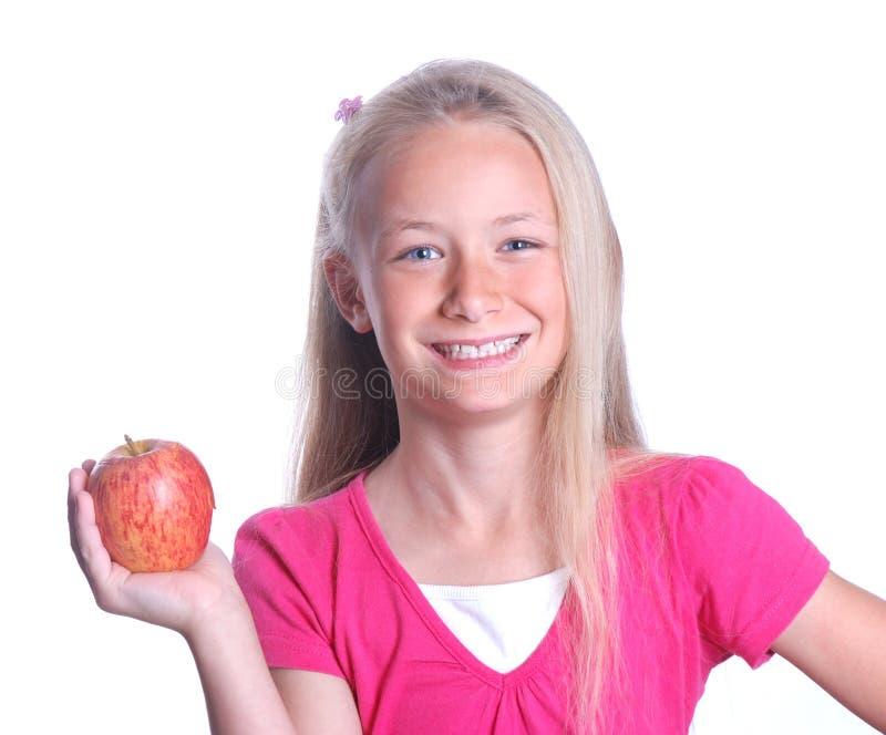 Kleines Mädchen mit rotem Apfel auf Weiß lizenzfreie stockfotografie