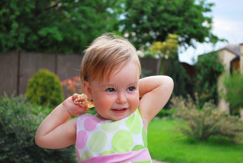 Kleines Mädchen mit Schmucksachen stockfotografie