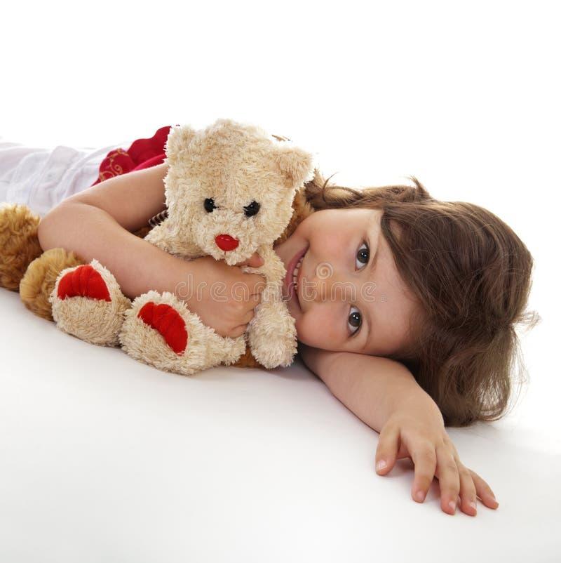 Kleines Mädchen mit Spielwaren lizenzfreie stockfotos