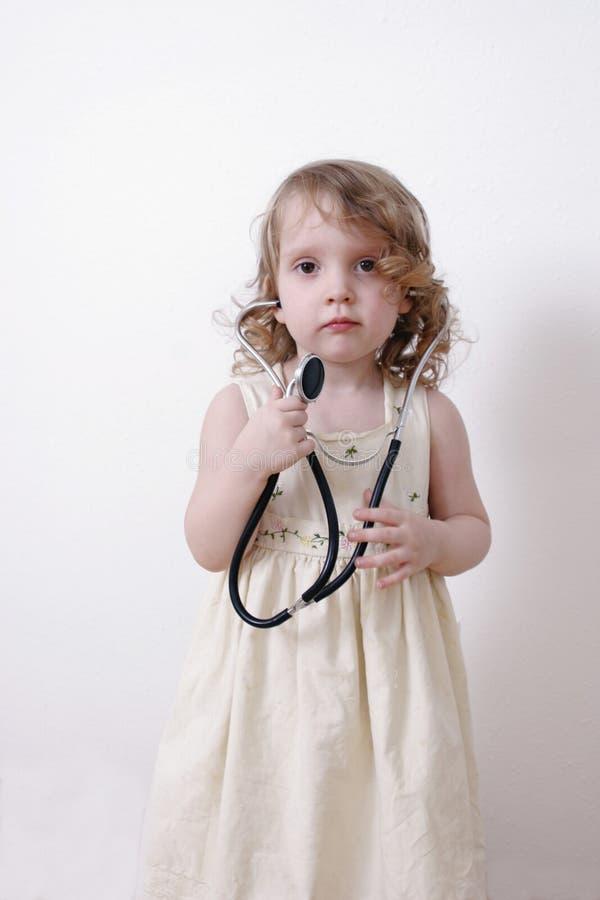 Kleines Mädchen Mit Stethoskop Stockbild