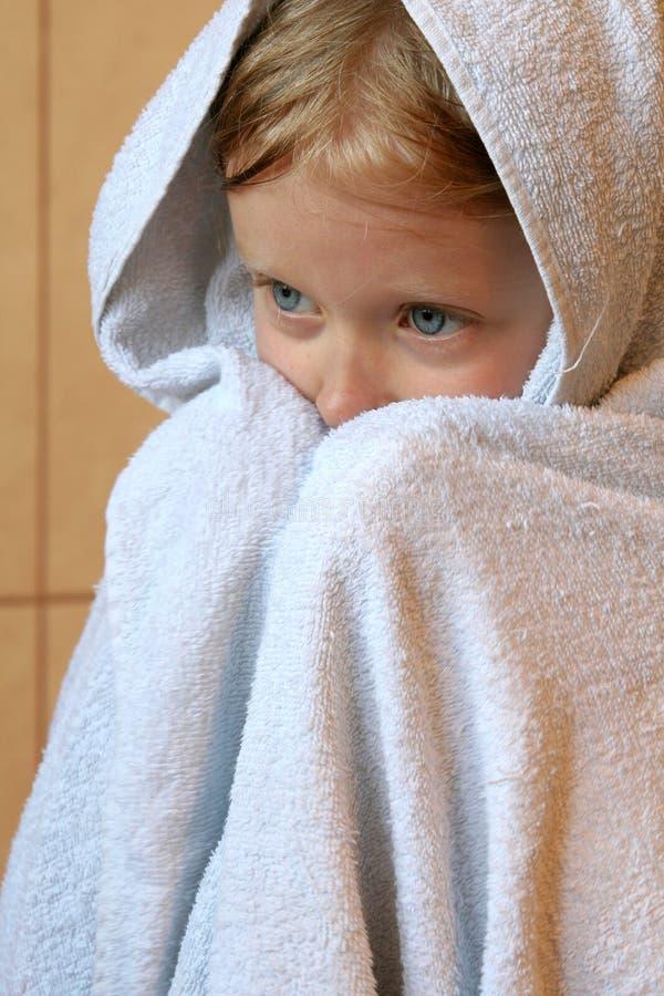 Kleines Mädchen mit Tuch lizenzfreies stockbild