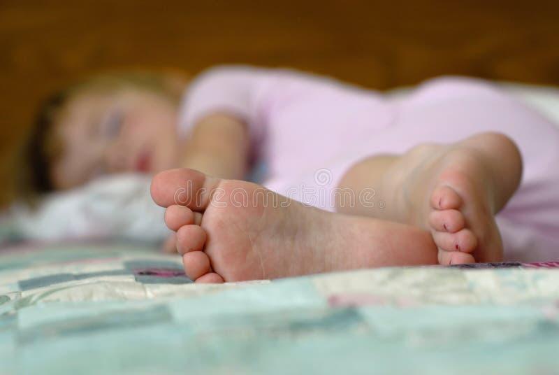 Kleines Mädchen-Schlafen stockfotografie