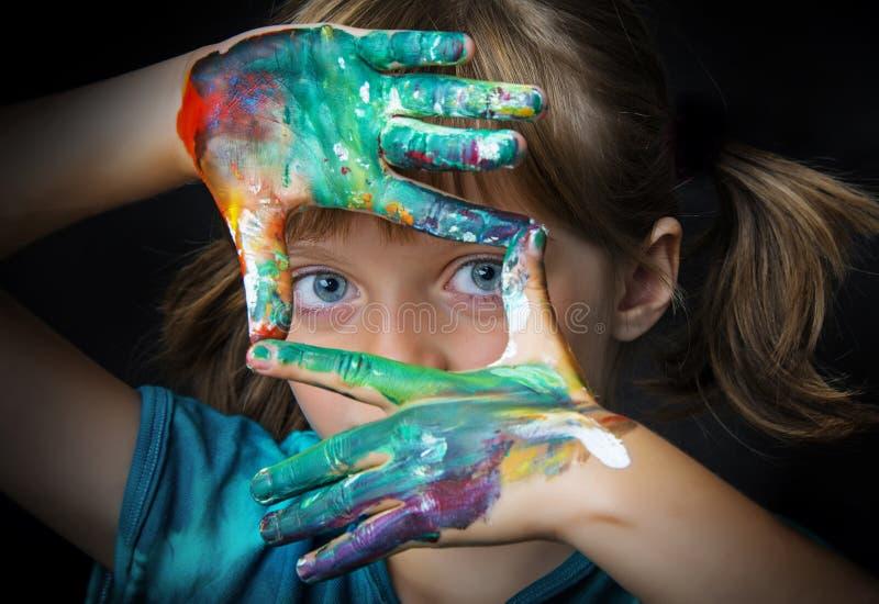 Kleines Mädchen und Farben stockbilder