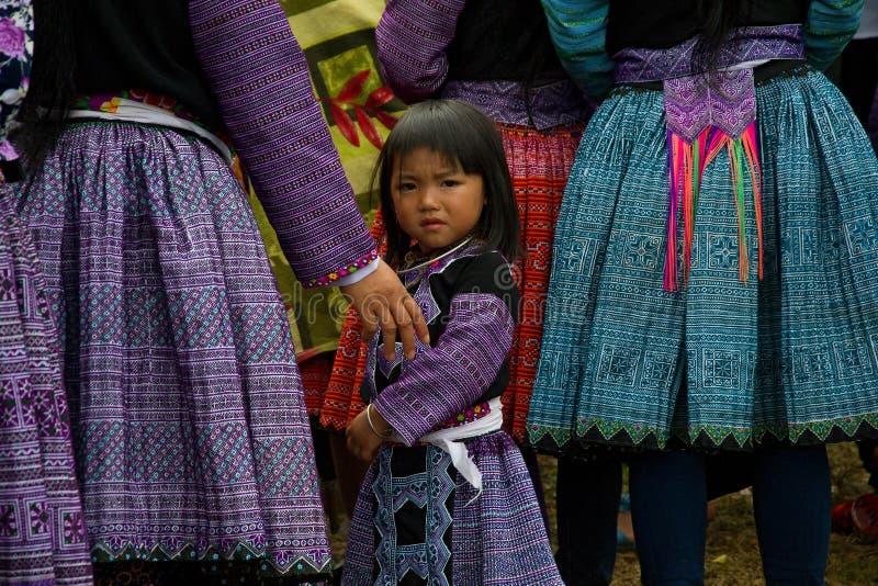 Kleines Mädchen während des Liebes-Marktfestivals in Vietnam lizenzfreies stockfoto