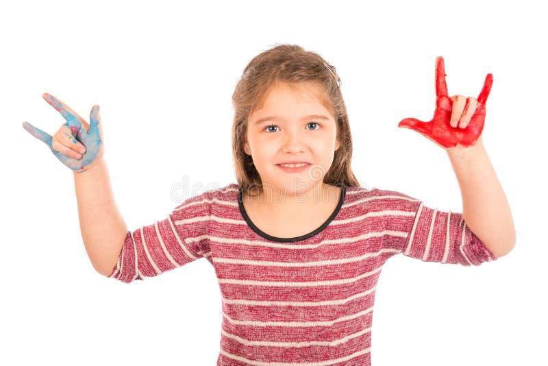 Kleines Mädchen, welches das Rock-and-Rollzeichen tut stockfoto