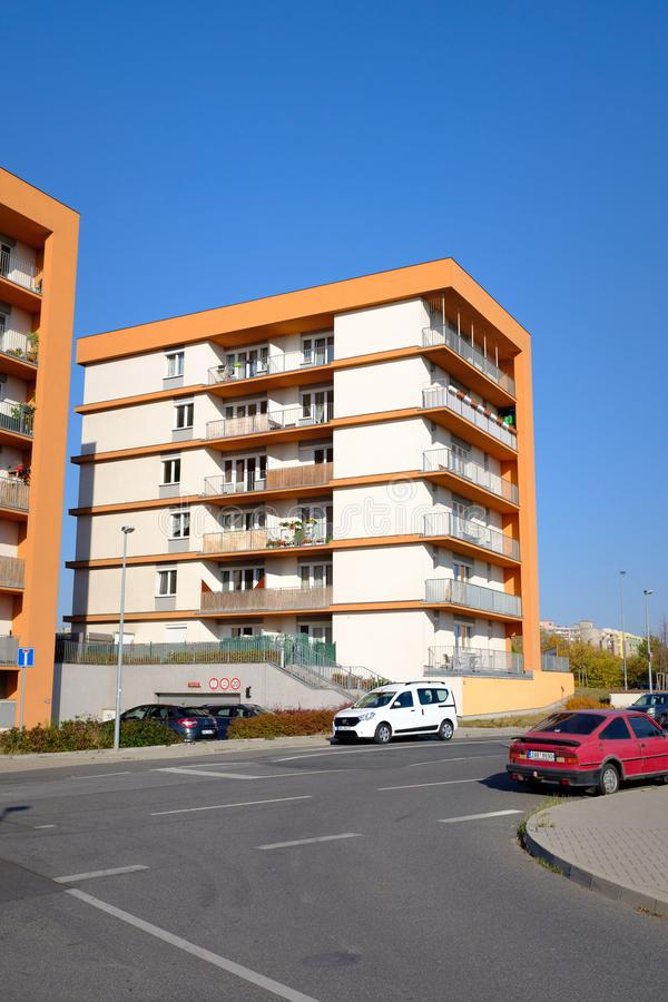 Kleines modernes Wohngebäude lizenzfreies stockfoto