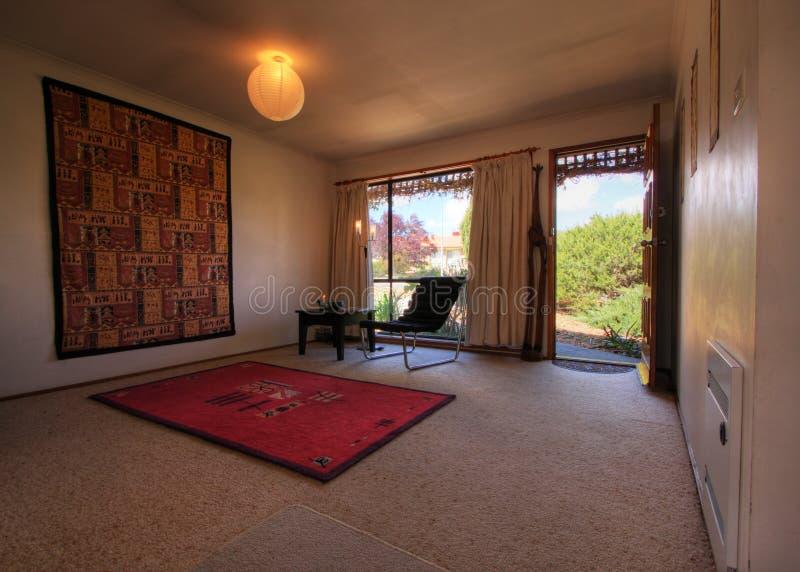 Kleines modernes Wohnzimmer lizenzfreies stockbild