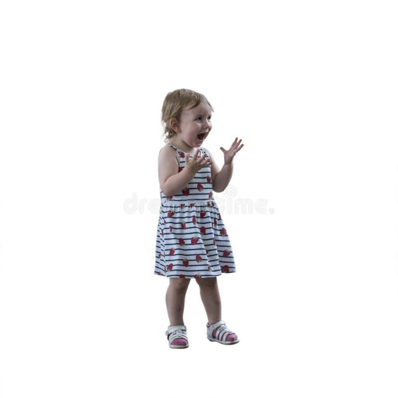Kleines nettes glückliches Baby ist glücklich und hat Spaß lachendes isolat stockbilder