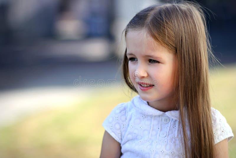 Kleines nettes Mädchen stockbilder