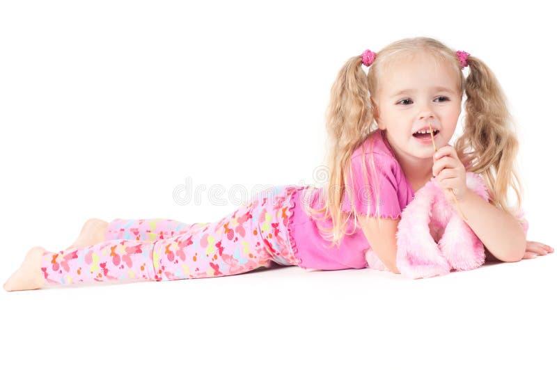 Kleines nettes Mädchen im Studio lizenzfreie stockfotos