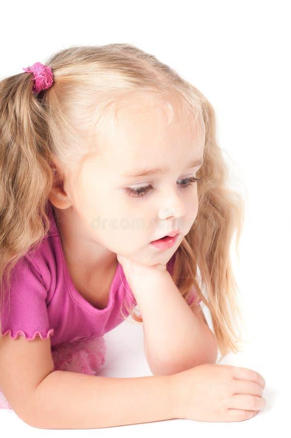 Kleines nettes Mädchen im Studio lizenzfreie stockfotografie