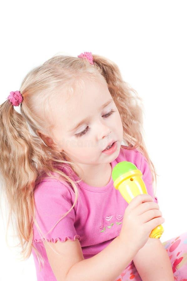Kleines nettes Mädchen im Studio lizenzfreies stockbild