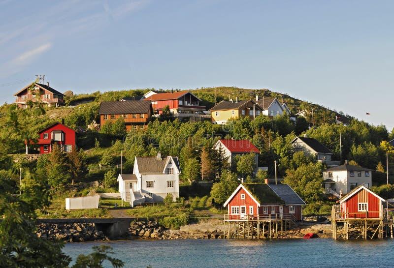Kleines norwegisches Dorf lizenzfreie stockfotografie