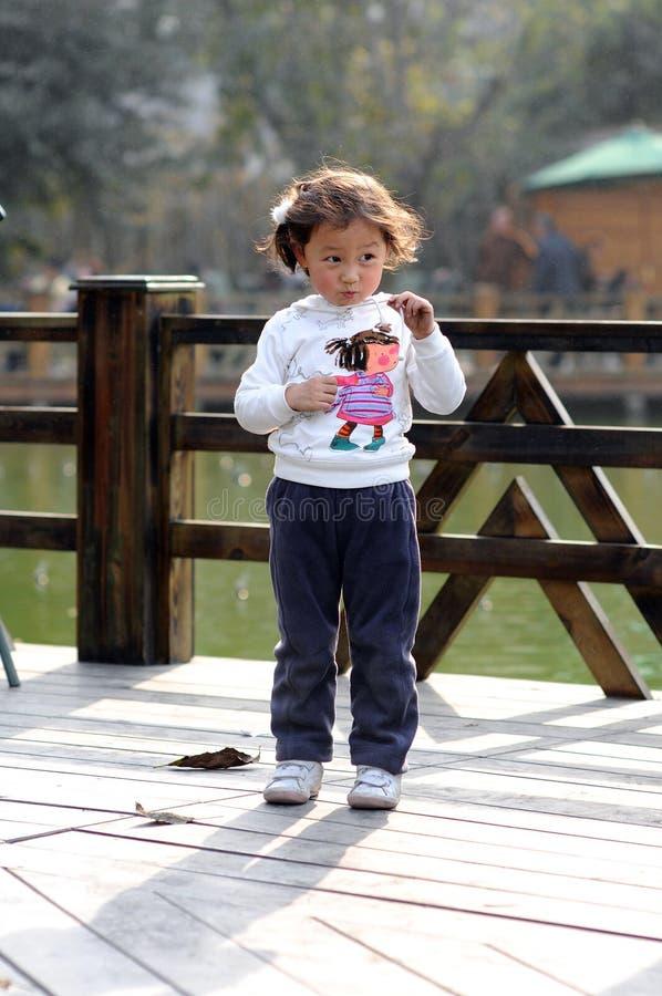 Kleines reizendes Mädchen stockfotografie