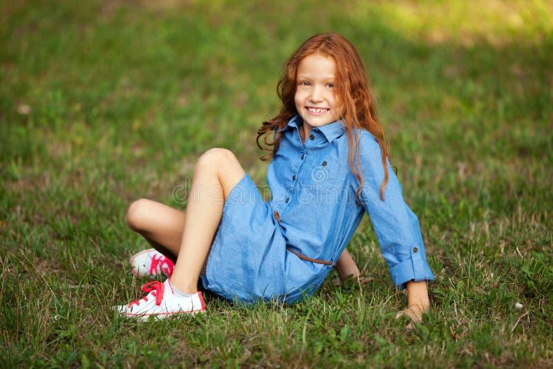 Kleines rothaariges Mädchen lizenzfreies stockbild