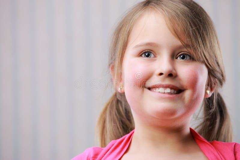 kleines schönes Mädchen lizenzfreie stockfotos