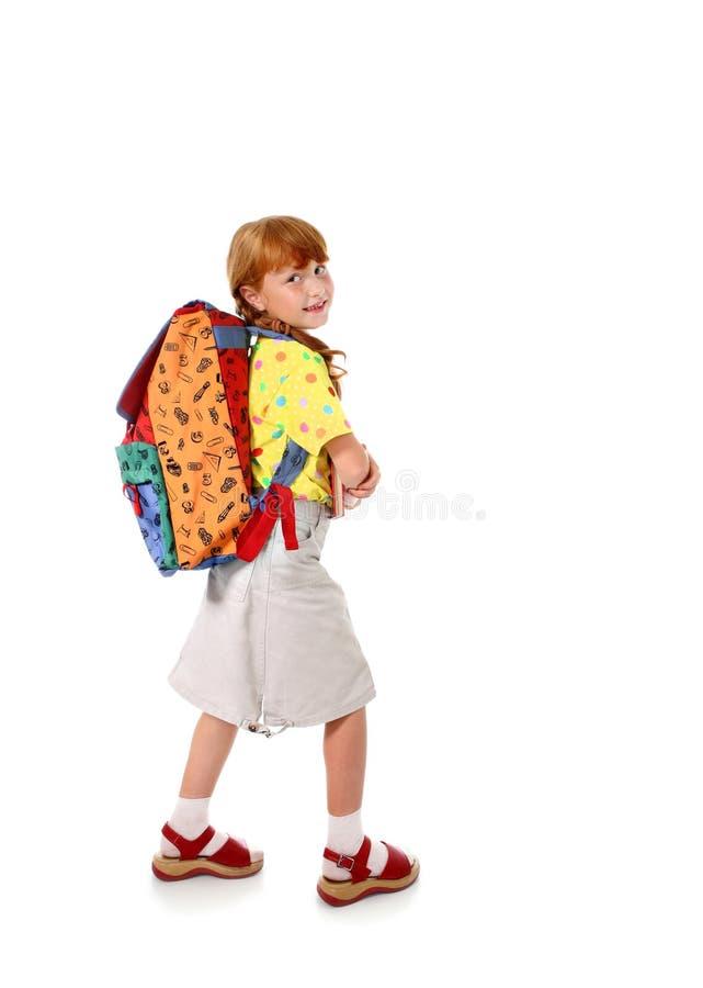 Kleines Schulmädchen mit Rucksack stockfotografie