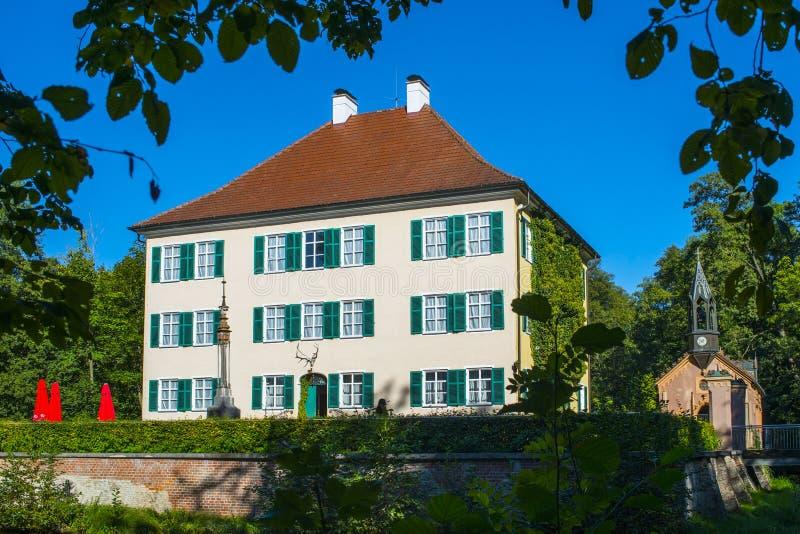 Kleines Sisi Schloss mit blauem Himmel lizenzfreies stockfoto