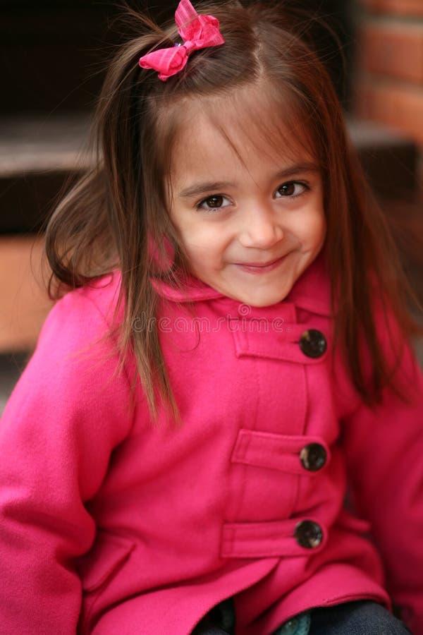 Kleines Vorschullatina-Mädchen stockfoto
