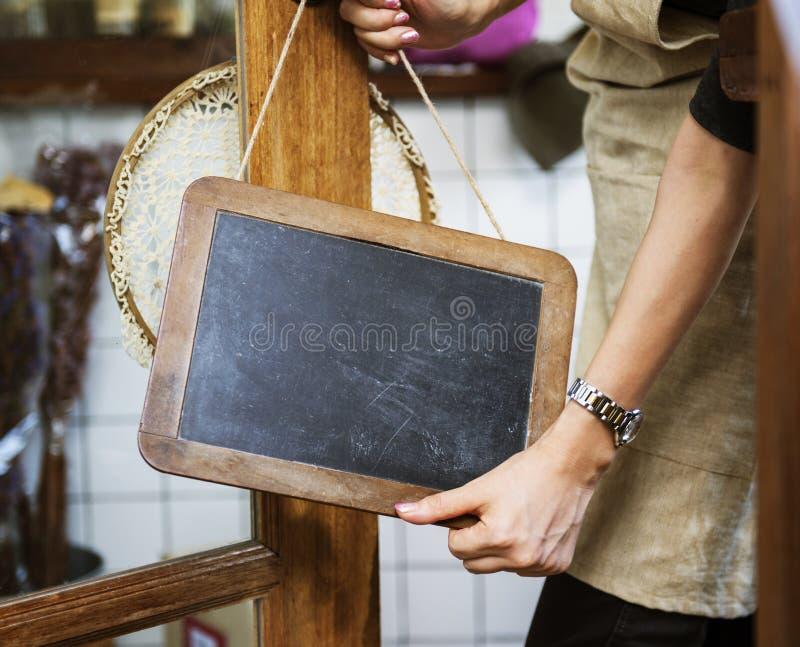 Kleinhandels Welkome het Bericht Kleinhandelsvoorzijde van de koffie Open Winkel royalty-vrije stock foto