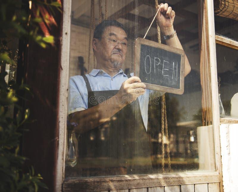 Kleinhandels Welkome het Bericht Kleinhandelsvoorzijde van de koffie Open Winkel royalty-vrije stock foto's