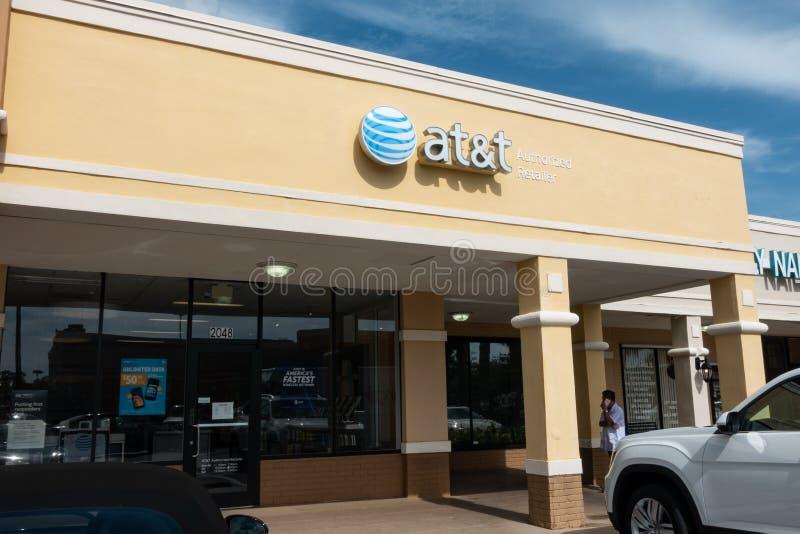 Kleinhandelsstorefront van AT&T in een winkelcentrum stock afbeeldingen