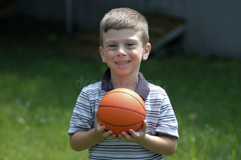Kleinkind mit Kugel stockbild