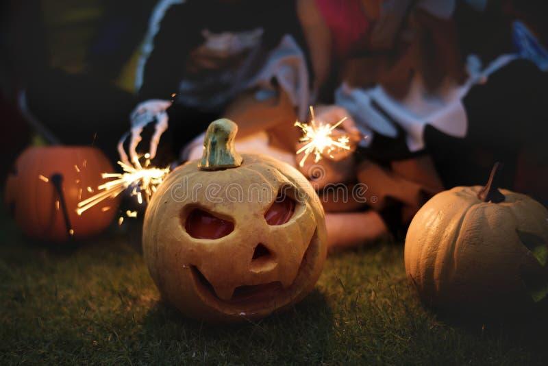Kleinkinder an Halloween-Partei lizenzfreies stockbild