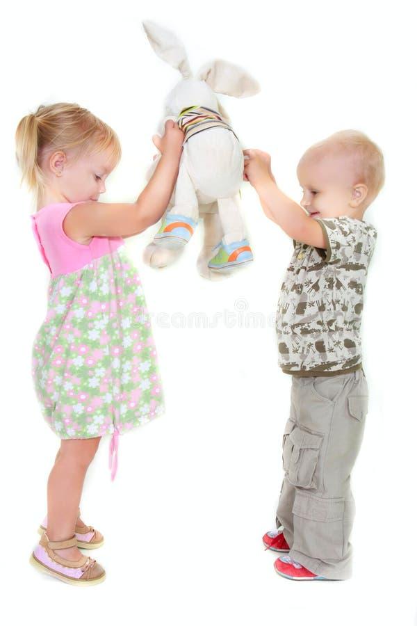 Kleinkindjunge und -mädchen stockbild