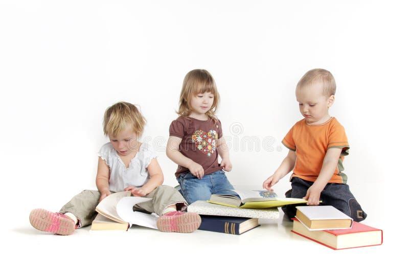 Kleinkindlesebücher lizenzfreies stockbild
