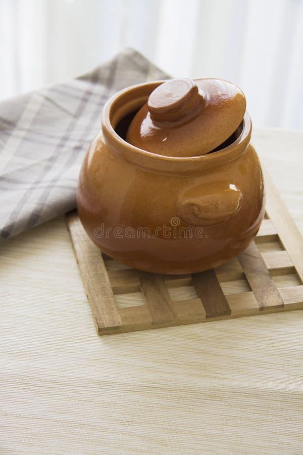 Kleipot voor hutspot stock afbeeldingen
