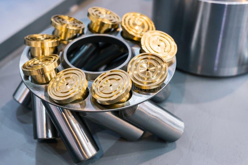 Klem met hydraulische motorduikers Vervangstukken voor de reparatie van pompen stock fotografie