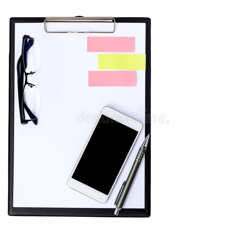 Klembord en mobiele die telefoon op witte achtergrond wordt geïsoleerd royalty-vrije stock foto's