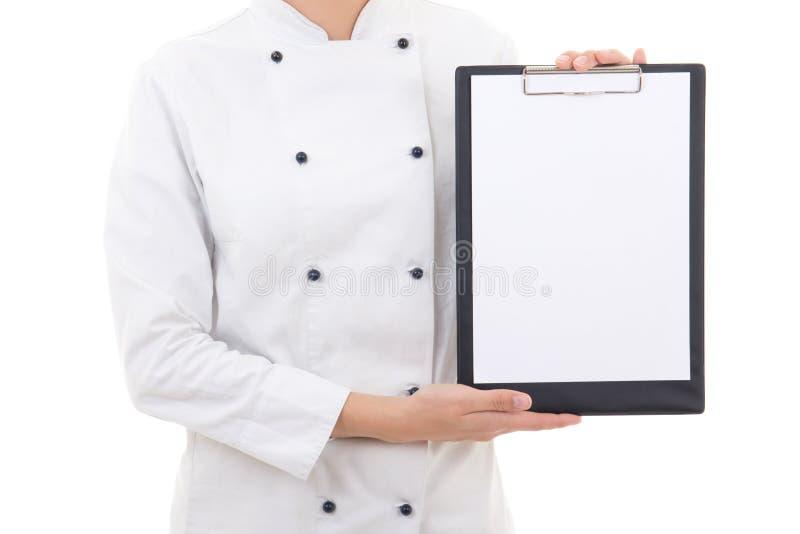 Klembord met exemplaarruimte in vrouwelijke die chef-kokhanden op wit wordt geïsoleerd royalty-vrije stock foto's