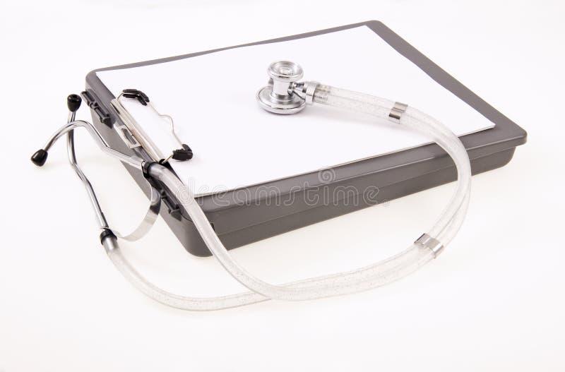 Klemmbrett und Stethoskop stockbilder