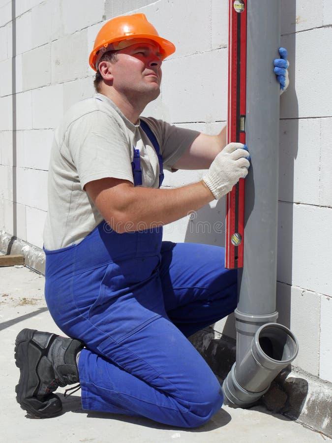 Klempner bei der Arbeit lizenzfreie stockfotos