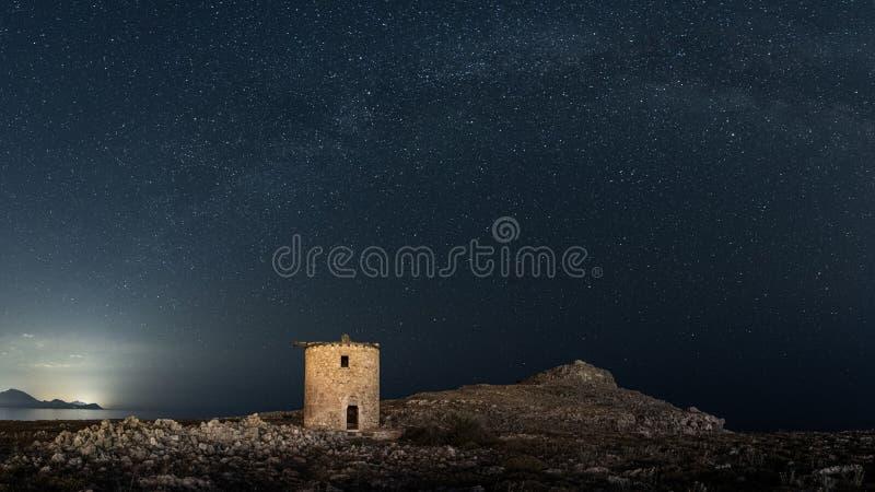 Kleoboulos nära den Lindos akropolen i den Rhodes ön i Grekland arkivbild