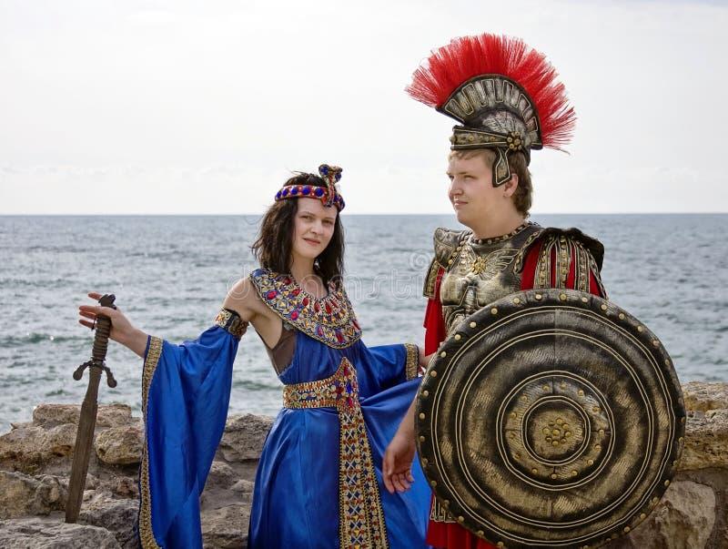 Kleopatra und der Ritter lizenzfreie stockfotos