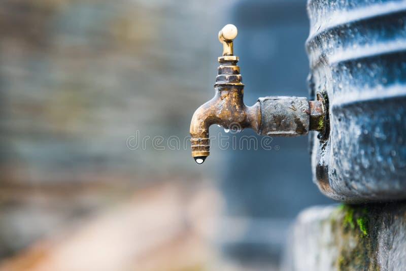Klepnięcie dołączający zbiornik wodny zdjęcia royalty free