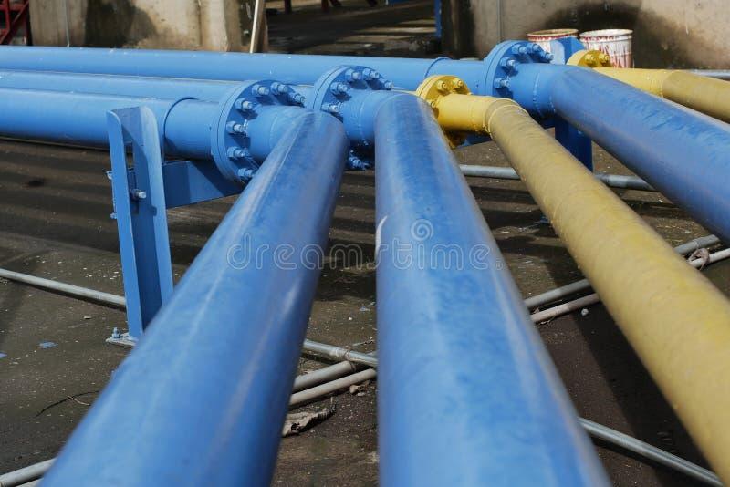 Kleppen bij gasinstallatie, de klep selectieve nadruk van de Drukveiligheid stock afbeelding